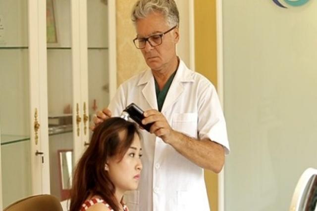 tư vấn bác sĩ khi tóc rụng nhiều sau sinh