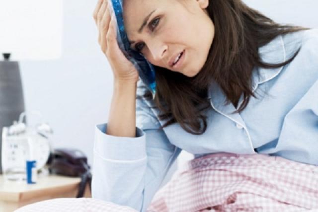 ứ sản dịch sau sinh mổ có mùi hôi kèm nóng sốt