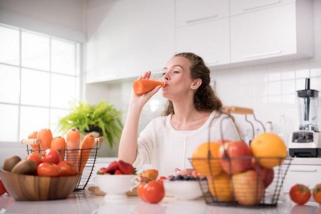 uống nước ép cà chua