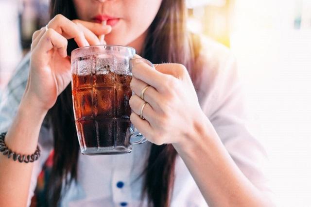 uống nước ngọt