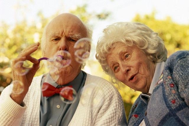vợ chồng già hạnh phúc