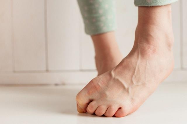 cách dưỡng móng chân bị hư