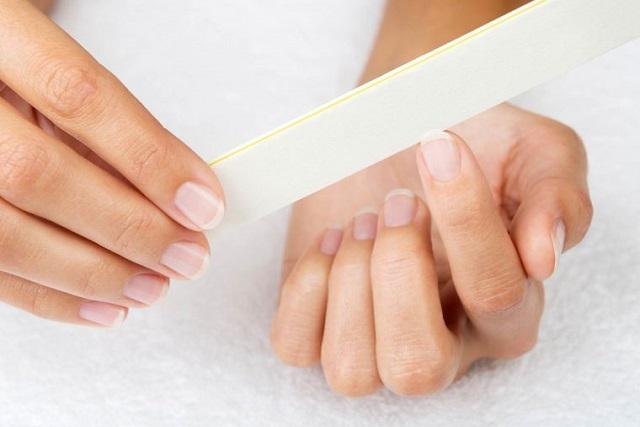 dưỡng móng tay chắc khỏe