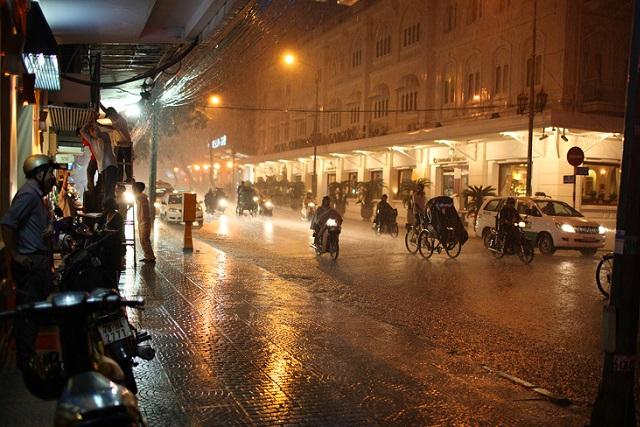 mưa sài gòn về đêm