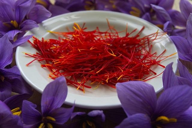 nhụy hoa nghệ tây công dụng