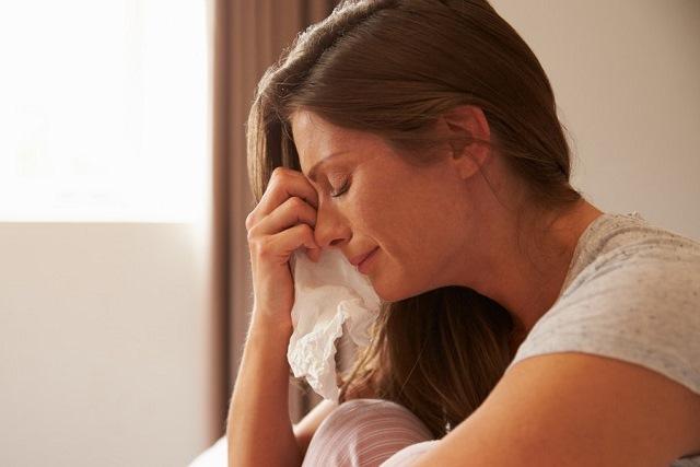 phụ nữ khóc