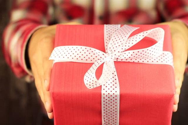 trao quà tặng