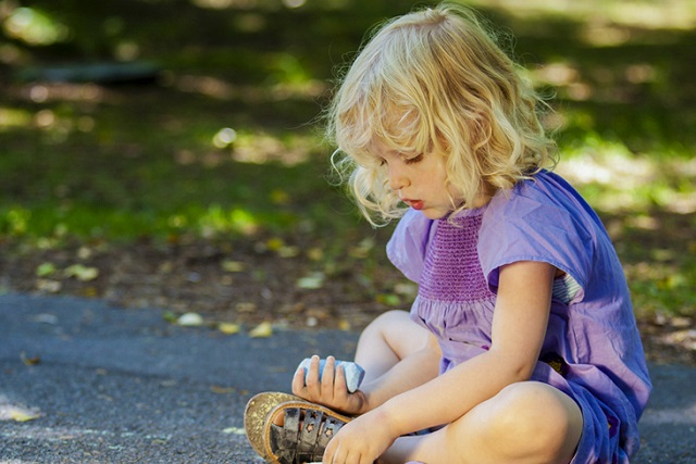 trẻ tự kỉ do dạy con nghiêm khắc