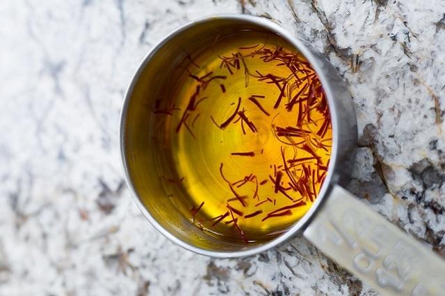 nhụy hoa nghệ tây pha nước ấm