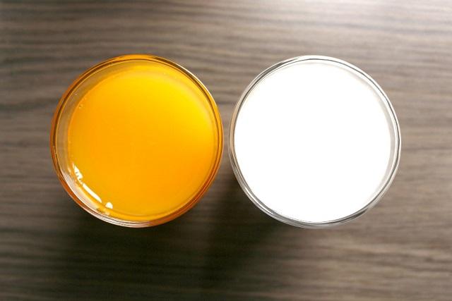 nước cam và sữa