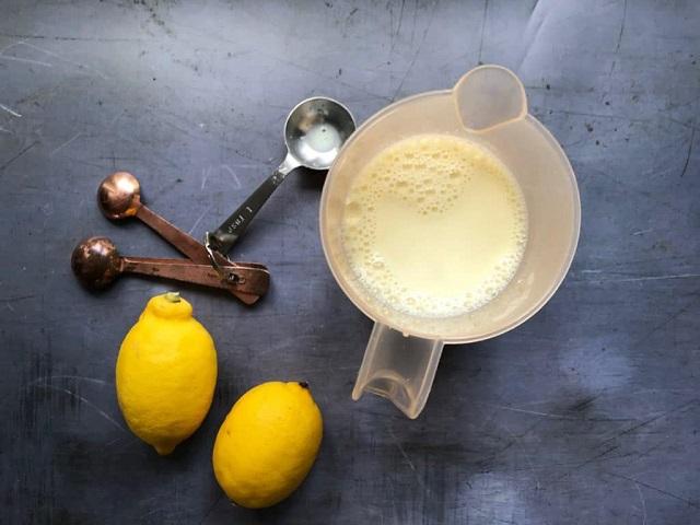 sữa pha với chanh