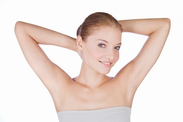 Làm sao để nhổ lông nách không bị đau?