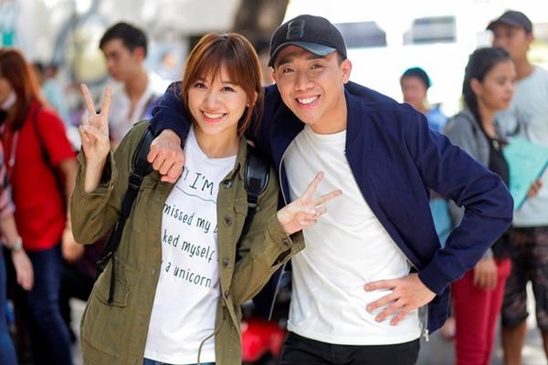 Trấn Thành và Hari Won thân thiết trong các chương trình truyền hình thực tế cũng như trên phim trường