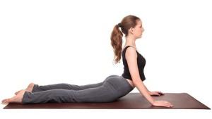 tri-dau-lung-o-nguoi-tre-bang-yoga