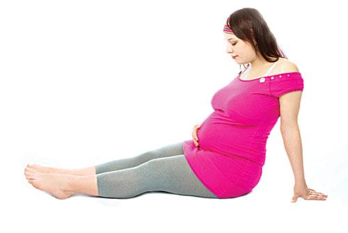 Bị phù chân khi mang thai tháng thứ 9 có sao không?