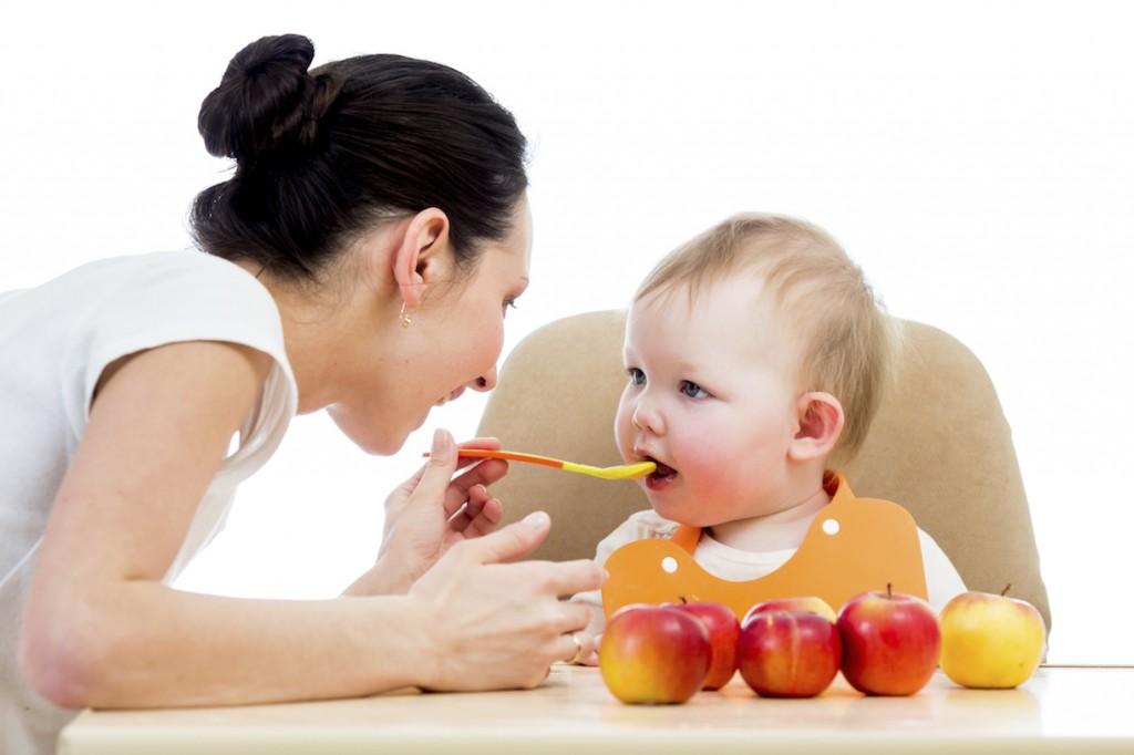 Khi nào cho trẻ ăn sữa chua váng sữa được?