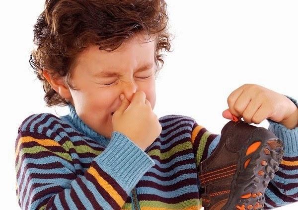 Cách khử mùi hôi giày thể thao
