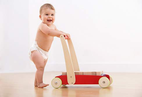 Chơi với trẻ sơ sinh 10 tháng tuổi