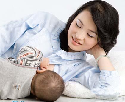 Trẻ sơ sinh bú ít phải làm sao?